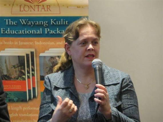 Ibu Kathryn Emerson ketika berbicara di Konferensi Pers dalam acara Wayang for the Worl.