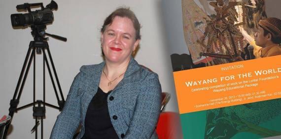 Ibu Kathryn Emerson, penulis transkripsi bahasa Jawa mteri Wayang Educational Package serta menerjeahkannya ke dalam Bahasa Inggris.