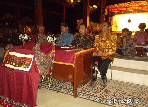"Pemberitahuan awal terbitnya buku "" Mari Mengenal Wayang "" karya Ki Sumnto Susilamadya."