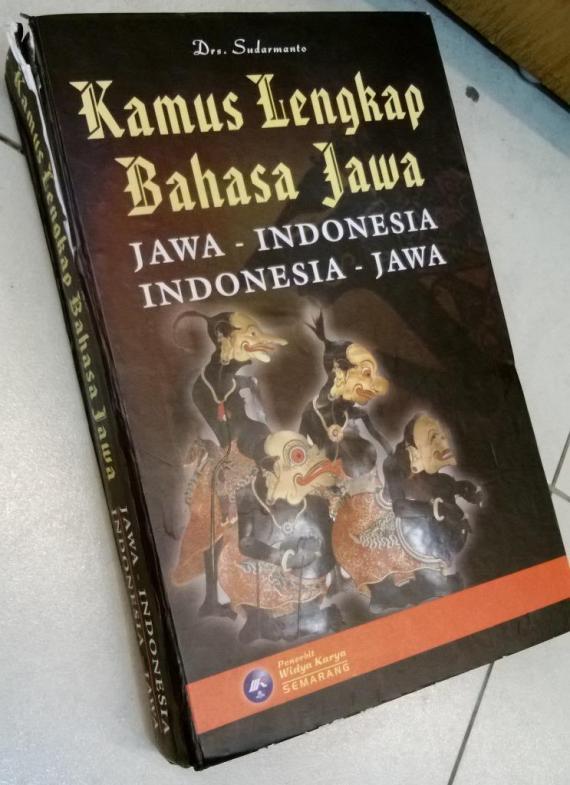 Kamus Lengkap Jawa-Indonesia, Indonesia-Jawa disusun oleh Sudarmanto, penerbit Widya Karya, Semarang.